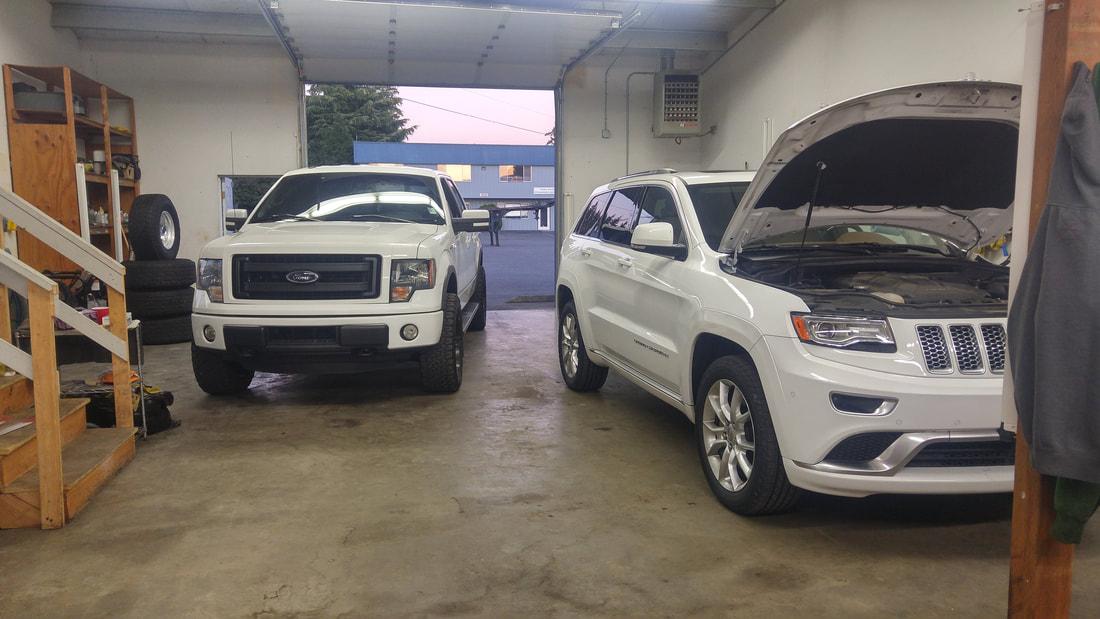 White Ford & White Jeep